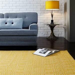 tapis de salon design jaune et blanc en laine et coton With tapis de salon en laine