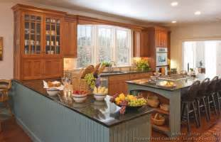 Peninsula Island Kitchen Pictures Of Kitchens Traditional Two Tone Kitchen Cabinets Page 5