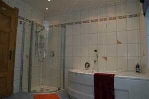 Badezimmer Mit Eckbadewanne : eckbadewanne dusche raum und m beldesign inspiration ~ Bigdaddyawards.com Haus und Dekorationen