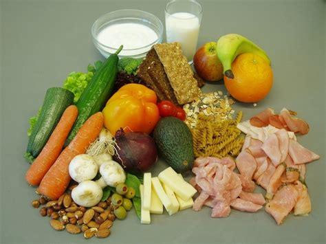 11 veselīgi produkti, kas apēsti nepareizā laikā ir kaitīgi
