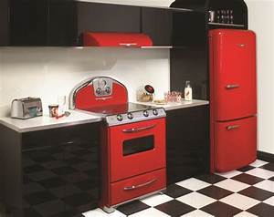 Luxurious Kitchen Design with Stylish Red Detail Black
