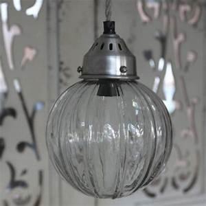 La Vida Glas : se her liten taklampe med glasskuppel i romantisk vintagestil hos louis ludvig ~ Yasmunasinghe.com Haus und Dekorationen