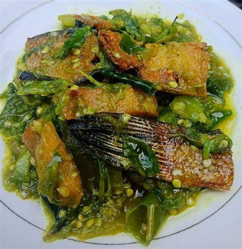 Awali langkah pertama dengan membersihkan ikan gabus yang sudah anda dapatkan dari pasar dan setelah itu, baru masukkan ikan gabus yang telah digoreng dan masak hingga bumbu meresap. Resep Ikan Asin Gabus Sambal Ijo | Resep ikan, Resep ...