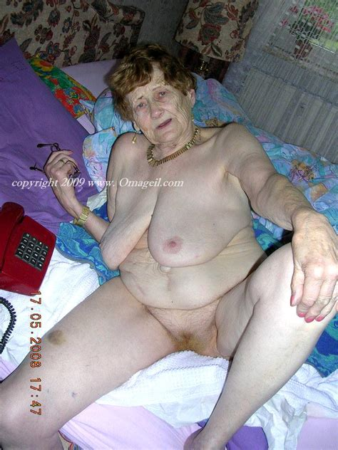 Old Oma Nude Bed Bobs And Vagene