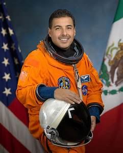 Astronaut Jose Hernandez, a Life of Achievements | Atenea ...