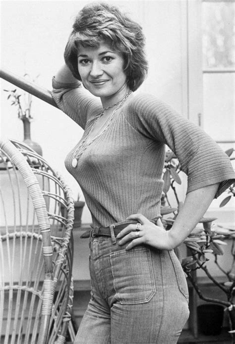 Stephanie Beacham | Female stars, Jacqueline bisset ...