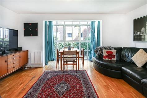 Beautiful 3 Bedroom Garden Flat Near Whitechapel Flats
