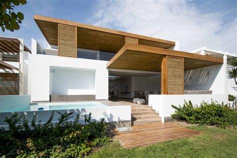 entree de maison moderne renovation complete pour cette originale maison