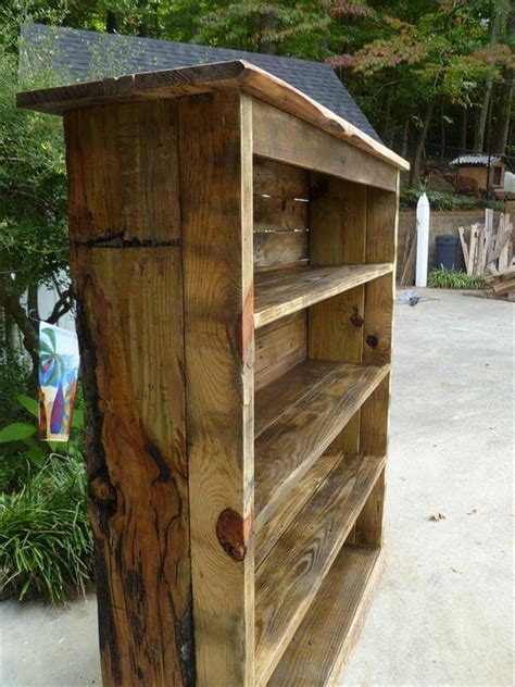 bookshelf out of pallets handcrafted rustic pallet bookcase 101 pallets