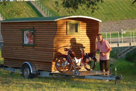 holzhaus auf rädern wohnwagen anbau aus holz wohnanh nger aus holz der wohnwagon retro wohnwagen aus holz auto