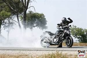 Moto Et Motard : svf 650 gladius moto et motards roadsters galeries photos motoplanete ~ Medecine-chirurgie-esthetiques.com Avis de Voitures