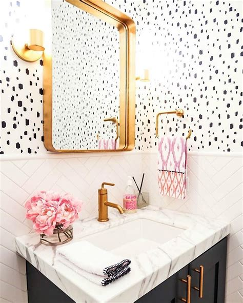 bathroom wainscoting ideas 25 best ideas about bathroom wallpaper on