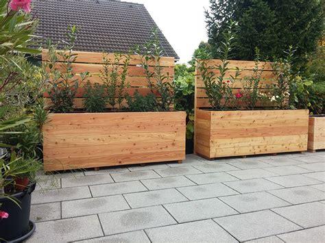 Hochbeet Als Sichtschutz Bepflanzen by Ein Hochbeet Aus Holz Mit Integriertem Sichtschutz Gute