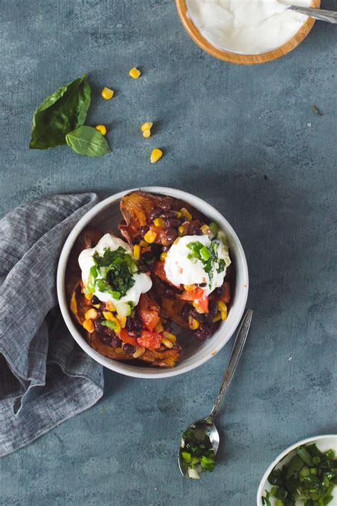 patate douce cuisine patate douce farcie à la salsa d 39 haricots noirs et maïs avec yogourt et herbes alex cuisine