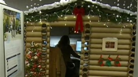 woman transforms cubicle  holiday themed log cabin wins company decorating contest abc
