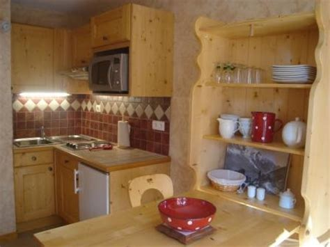 amenagement cuisine studio montagne appartement à les carroz giffre grand massif joli
