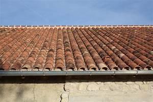 Tuiles Canal Au M2 : comment poser des tuiles canal rev tements modernes du toit ~ Premium-room.com Idées de Décoration