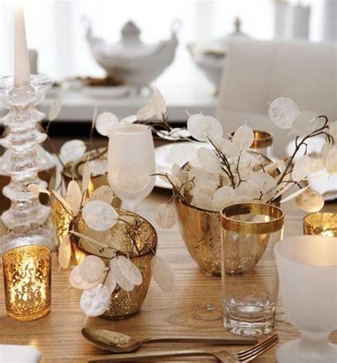 tischdekoration weihnachten selber machen weihnachtsdeko selber basteln tischdeko goldene kerzenhalter gestecke tischdekoration