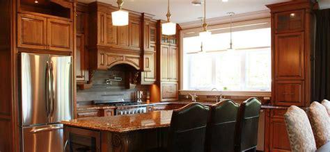 cuisine en bois cuisine classique en bois teint et comptoirs de granite
