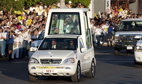 etat de siege la papamobile cadeau des constructeurs au vatican l