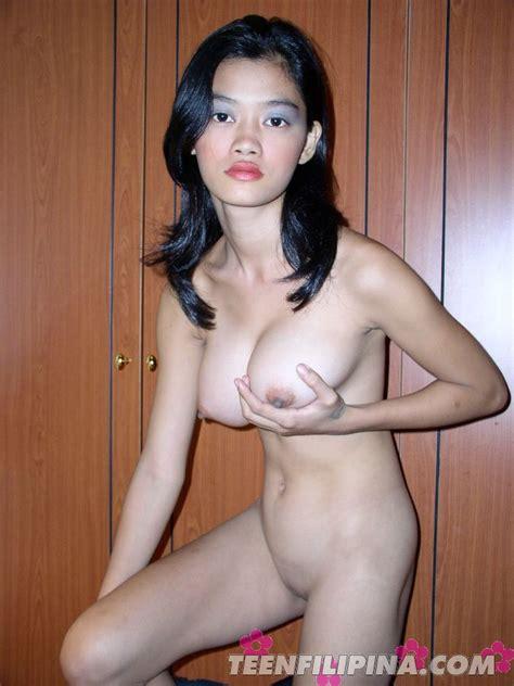 Horny Babe Alma Chua Enjoy Massive Boobs Pressing At Home
