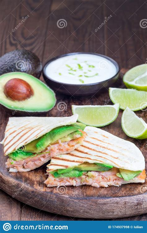 For optimal freshness, unwrap the salmon, gently pat it dry, and wrap the filet tightly. Grilled Quesadilla With Smoked Salmon And Avocado Served ...