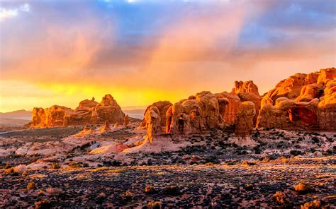 beautiful sunset stone sculptures arches national park