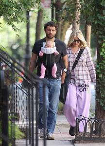 Addie Lane Photos Photos - Jeremy Sisto on a Walk - Zimbio