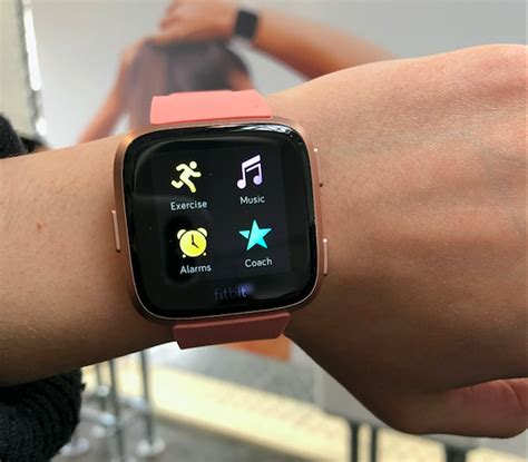 fitbit launches new versa smartwatch to take on apple time