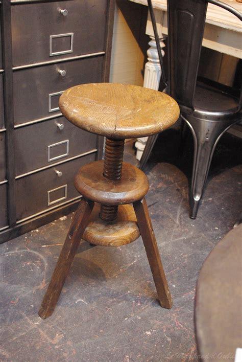 tabouret de bar ancien en bois tabouret en bois par le marchand d oublis