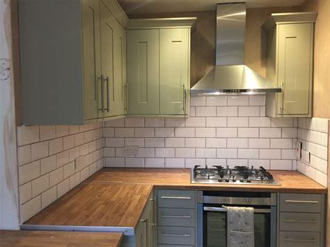 olive green kitchen wall tiles benchmarx somerset olive green kitchen topps tile white 7169