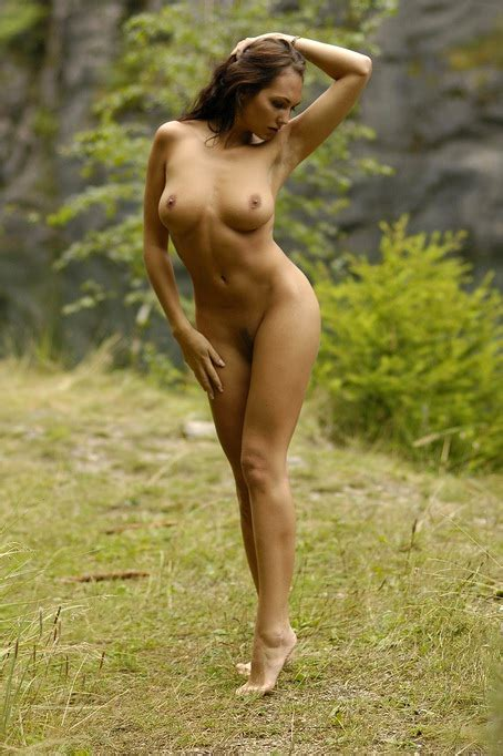 Sensual Solo Nude Art Outdoors With Busty Model Jennifer Max Xbabe