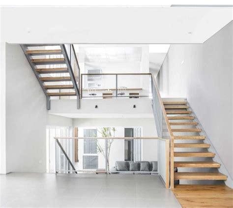 menghitung ukuran tangga bordes keramik railing