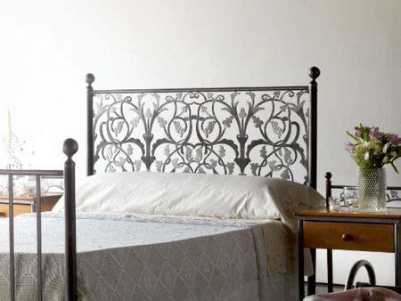 tete de lit fer forge blanc t 234 te de lit eros en fer forg 233 meuble design pour la chambre le monde du lit