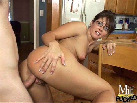 Horny Young Mom Fucks Her Son S Friend In The Kitchen Pichunter