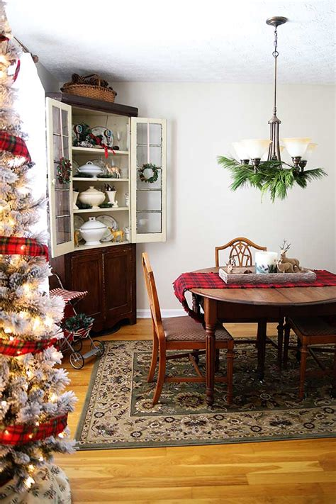 vintage rustic christmas decorations   dining room