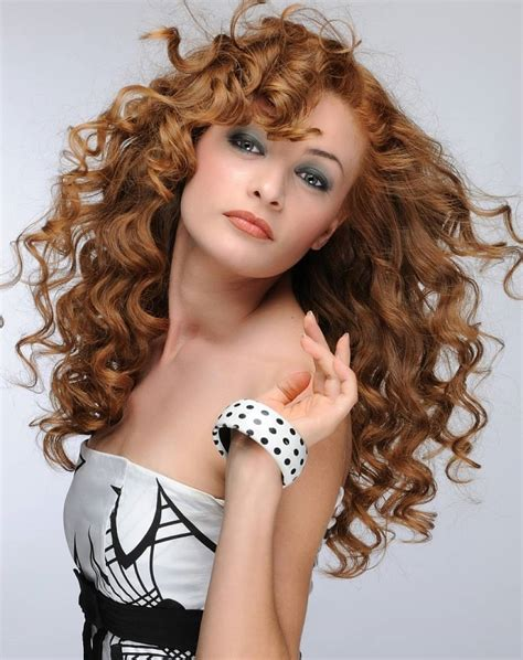 Curly hair are the best hairstyle for young girls