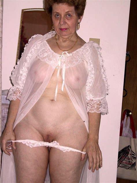 P32  In Gallery Grannies Omas With Their Panties Down 2