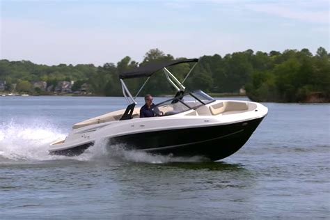 Deck Boat Or Bowrider by Bayliner Vr5 Boat Review Boats