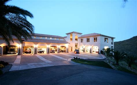 Bills Garage by Wrestler Bill Goldberg S 2 5 Million House Mansion