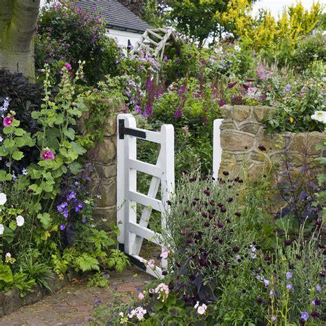 stile cottage come creare un giardino in stile cottage shabby chic