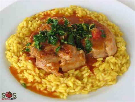 tranches de jarret de veau avec os et moelle brais 233 es dans une sauce au vin blanc et tomates