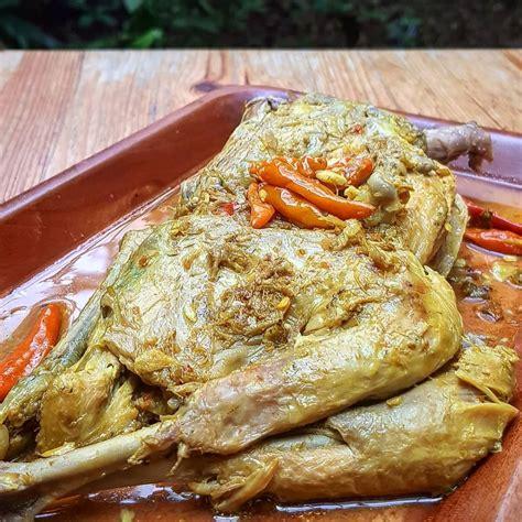 Resep ayam betutu khas bali, masak pakai alat sederhana di rumah. Resep Ayam Betutu Kuah & Goreng Khas Gilimanuk Bali, Dijamin Nikmat!