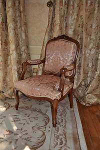 Tissu Pour Recouvrir Canapé : fauteuil louis xv et rideaux tissu leli vre atelier secrea ~ Premium-room.com Idées de Décoration