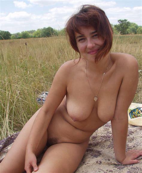 amature milf nude outdoors