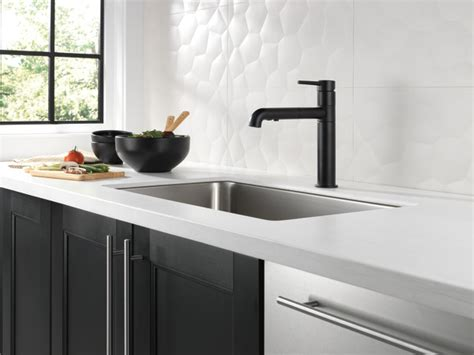 photos of country kitchens single handle pull out kitchen faucet 4159 bl dst delta 4159