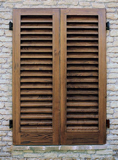 persiana in legno cmb infissi persiana storica a stecca quadra lavorata a