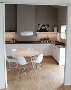 Cuisine blanche et peinture grise ambiance scandinave for Deco cuisine avec chaise blanche et grise