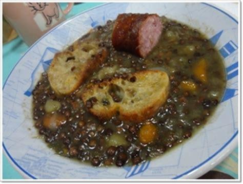 cuisiner la saucisse de morteau soupe de lentilles vertes à la saucisse de morteau