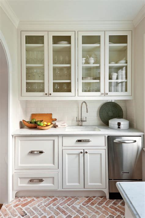 pictures of white kitchen cabinets with white appliances crisp classic white kitchen cabinets southern living 9885
